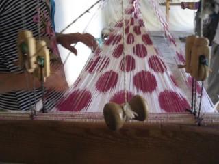 アドラスを織っているいるところ職人さん目線で…