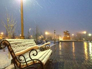 牡丹雪の中、ティムール広場へお散歩…