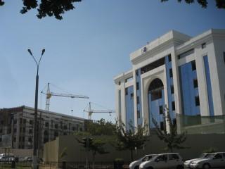 町中の建物の建設も進んでいる