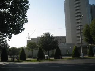 ホテルの隣に建設中のホテル