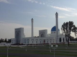 ユーヌサバッド地区に新モスク誕生