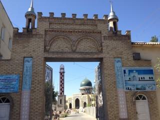 日本人墓地はヤッカサライのムスリム墓地の奥にある