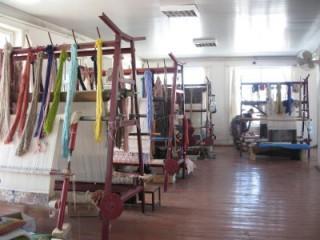 絨毯工場を見学してシルクの絨毯も買えます